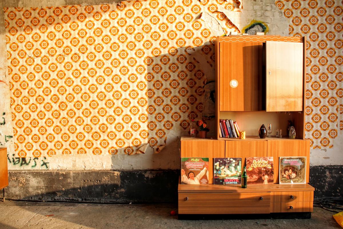 Images gratuites bois vieux mur salon meubles for Meuble unite murale