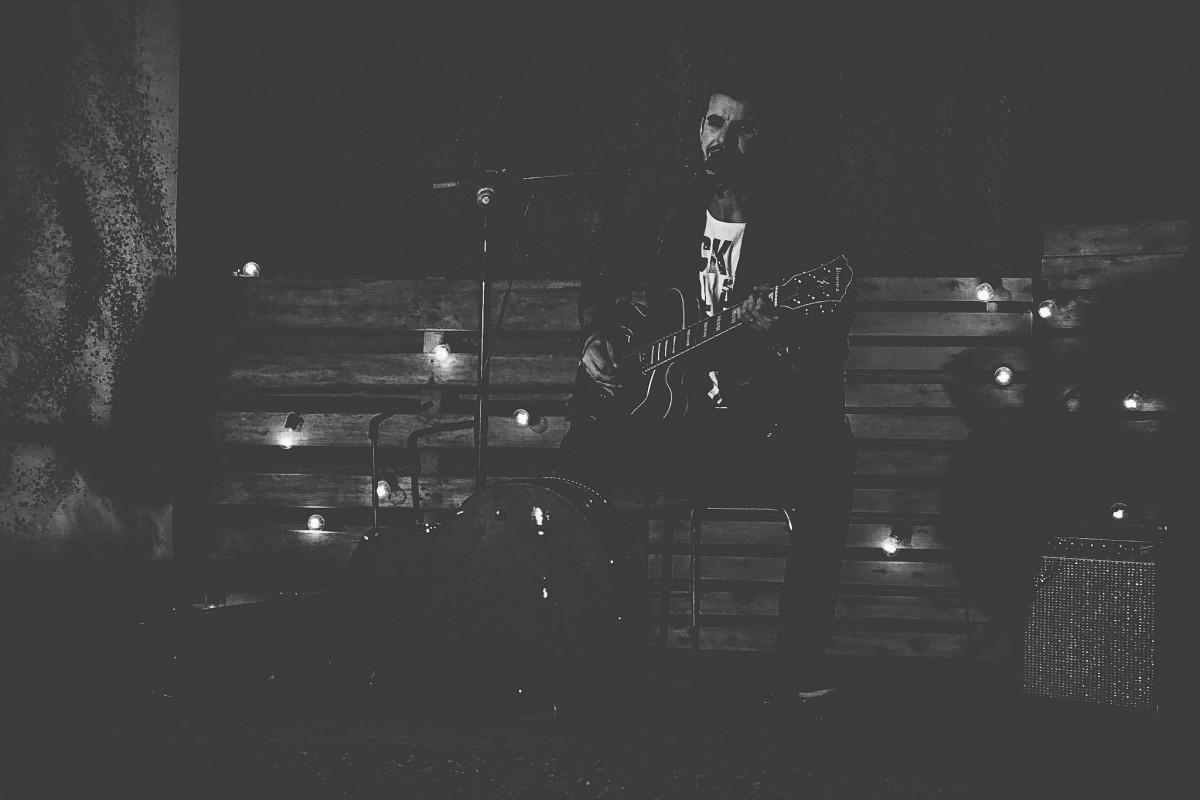 images gratuites la musique lumi re noir et blanc guitare concert obscurit monochrome. Black Bedroom Furniture Sets. Home Design Ideas