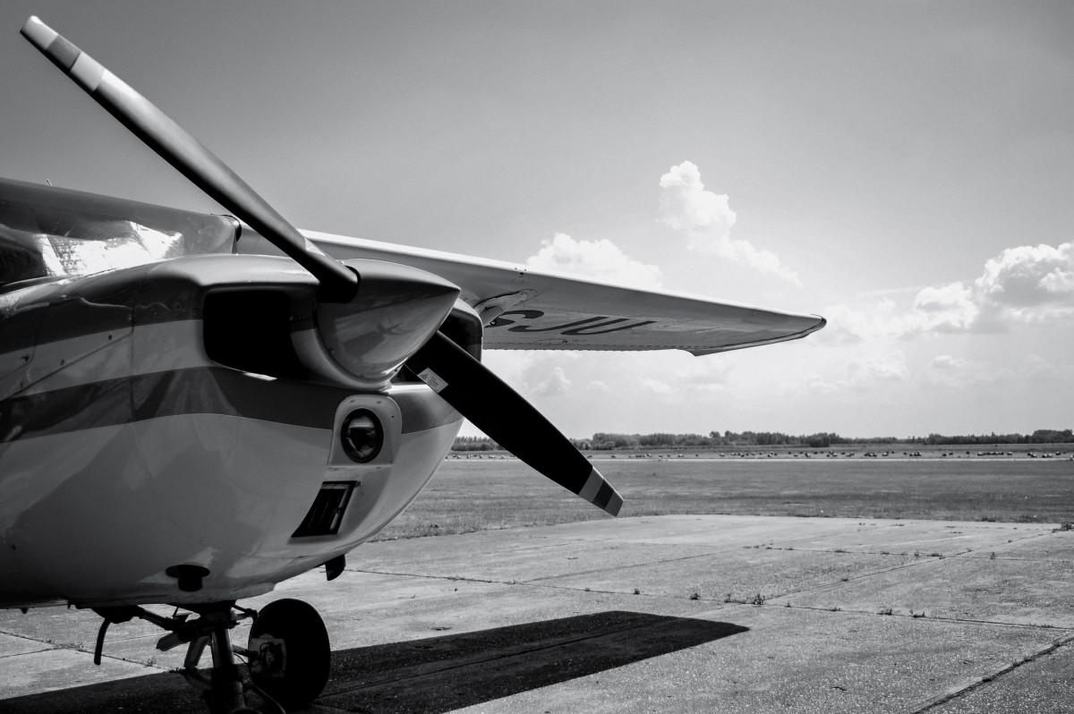images gratuites aile noir et blanc la photographie roue avion v hicule aviation. Black Bedroom Furniture Sets. Home Design Ideas