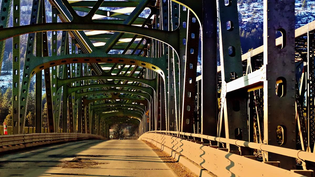 Images gratuites route pont gratte ciel paysage for Construction piscine zone non constructible