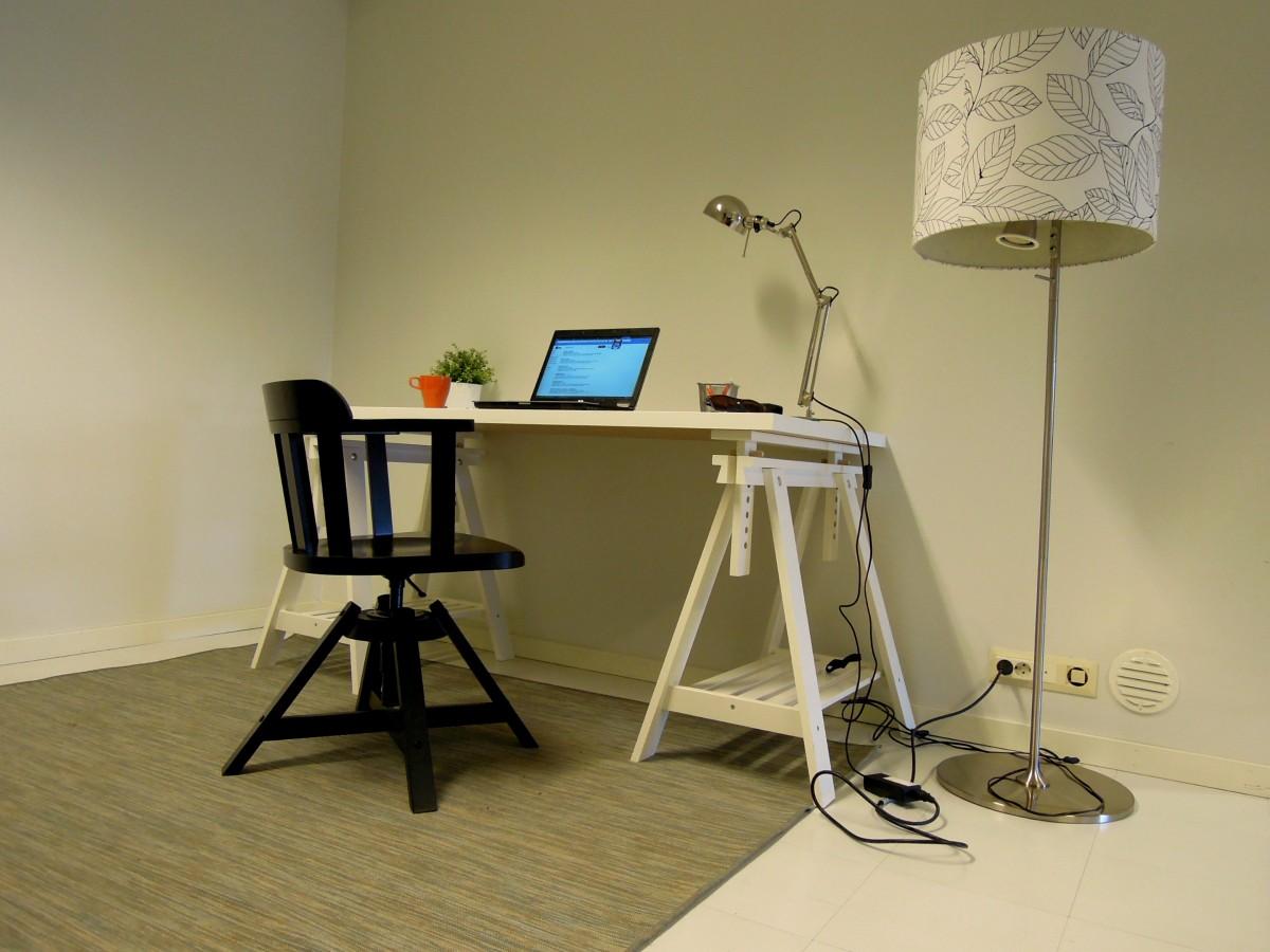 Fotos gratis : escritorio, mesa, madera, silla, mueble, habitación ...
