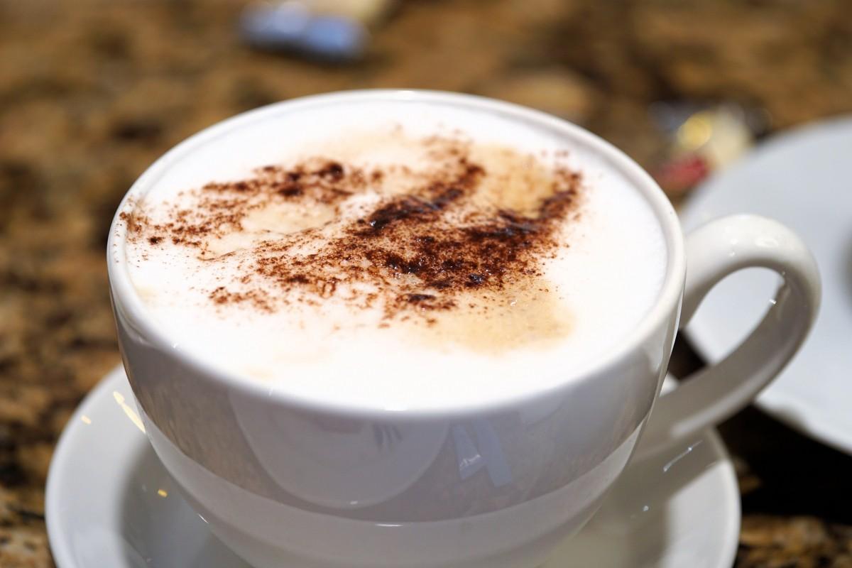 Kostenlose foto tasse latt cappuccino untertasse - Bilder cappuccino ...