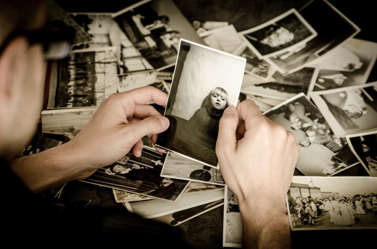 hand white photography photographer old photo memory nostalgia black photos photograph souvenir