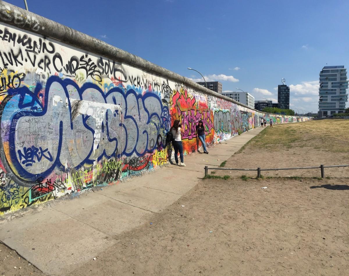 Культура: стена граффити Изобразительное искусство цвета Роспись Берлин Himmel городской район Берлинская стена