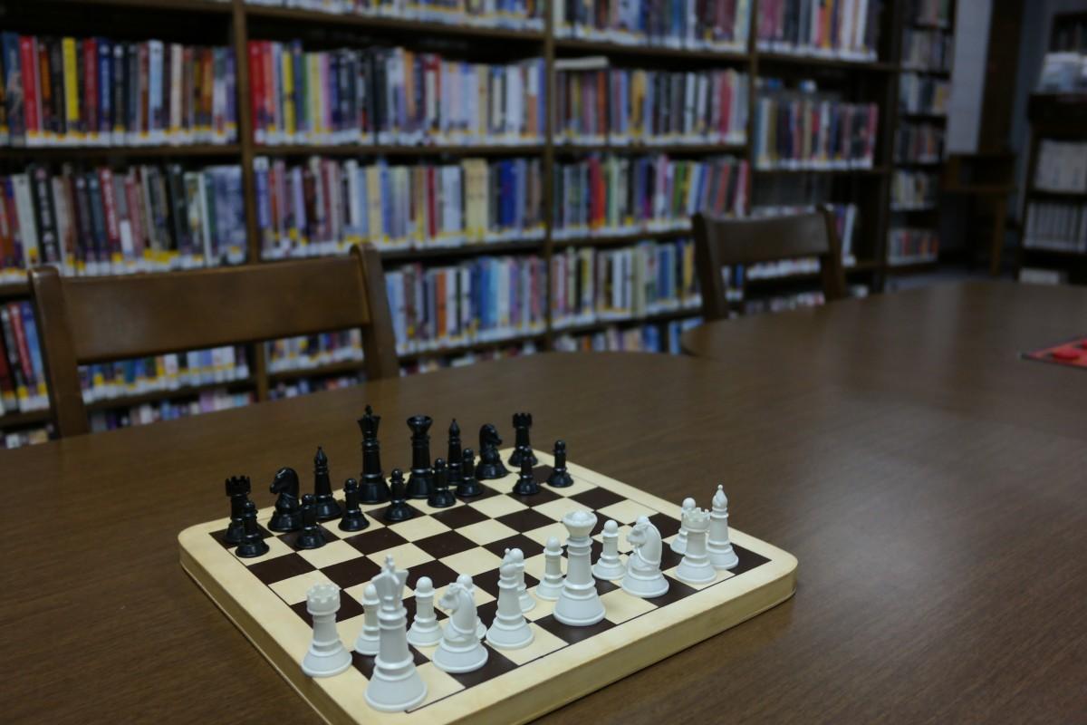 Fotos gratis recreaci n juego de mesa biblioteca for Mesa biblioteca