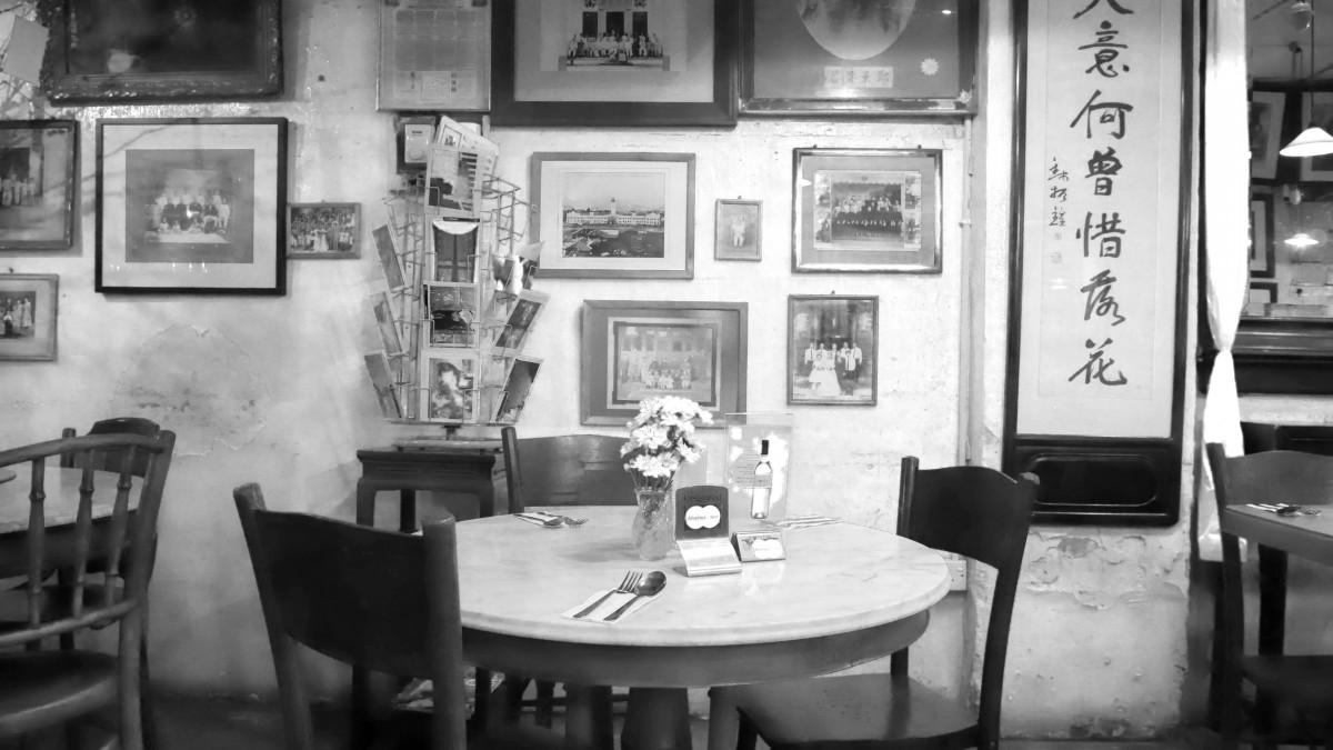 Fotos gratis persona cafeter a en blanco y negro for Disenos de interiores en blanco y negro