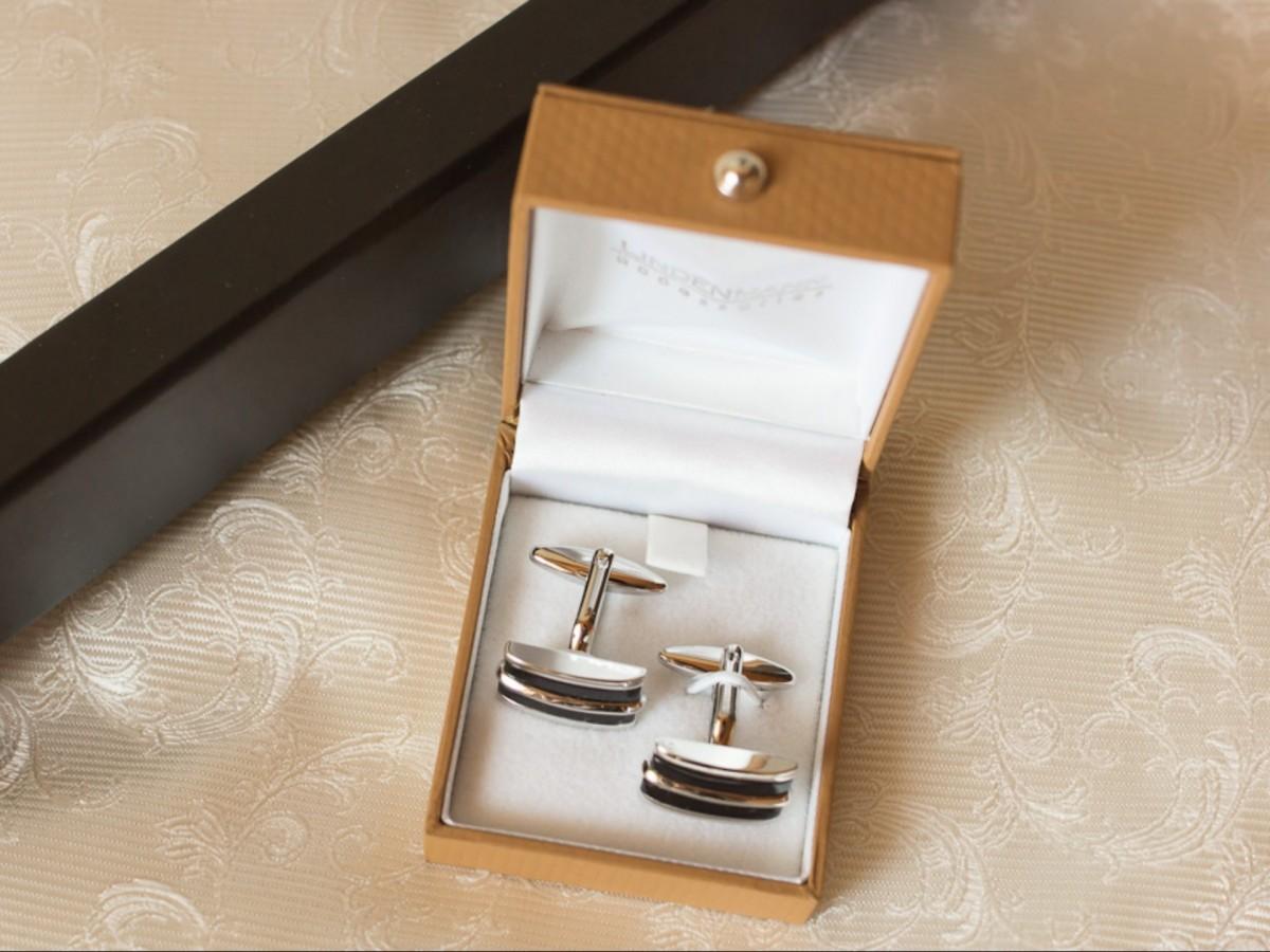 93b6c112 Bildet : symbol, bryllup, merke, sløyfe, mansjettknapper ...
