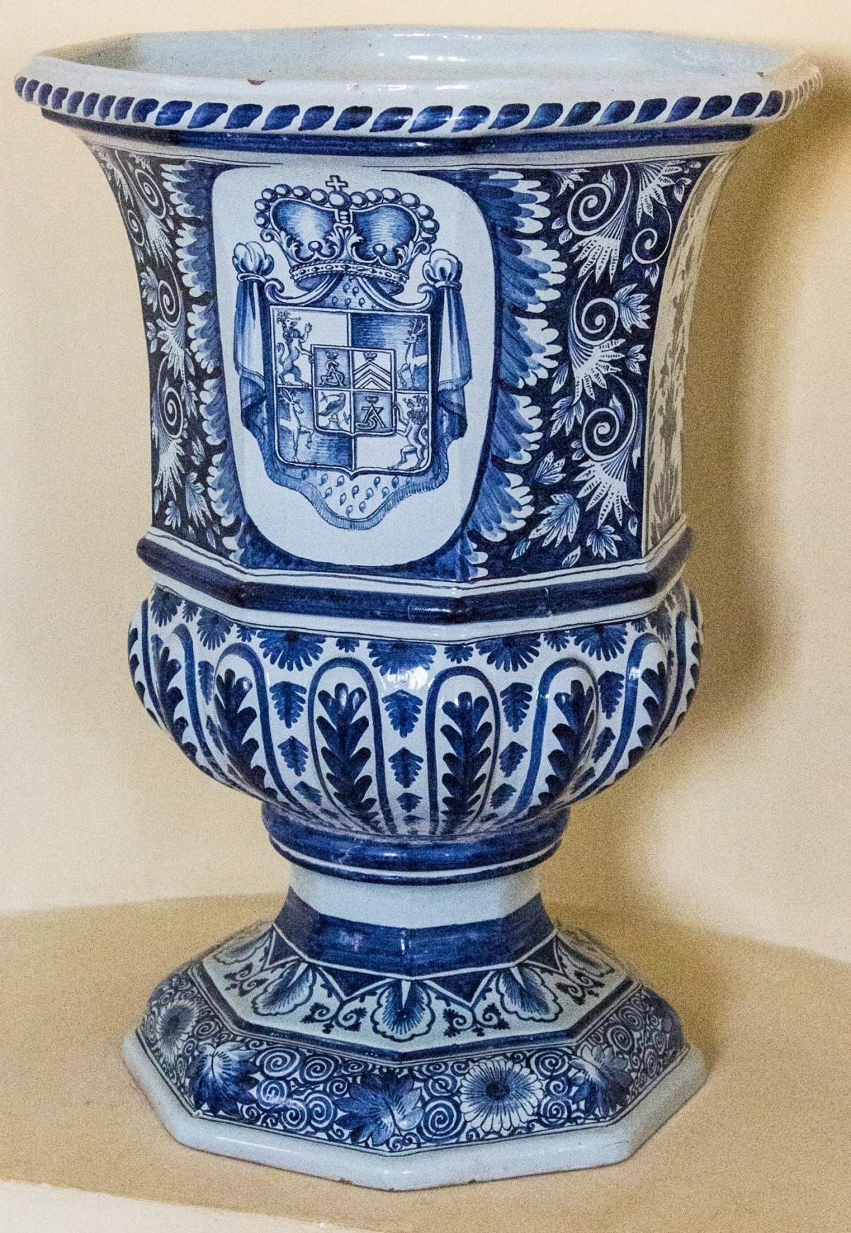 images gratuites vase soucoupe c ramique bleu. Black Bedroom Furniture Sets. Home Design Ideas