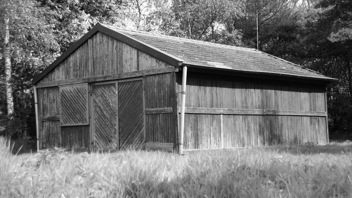 Images gratuites noir et blanc ferme maison b timent for Agrandissement maison zone rurale