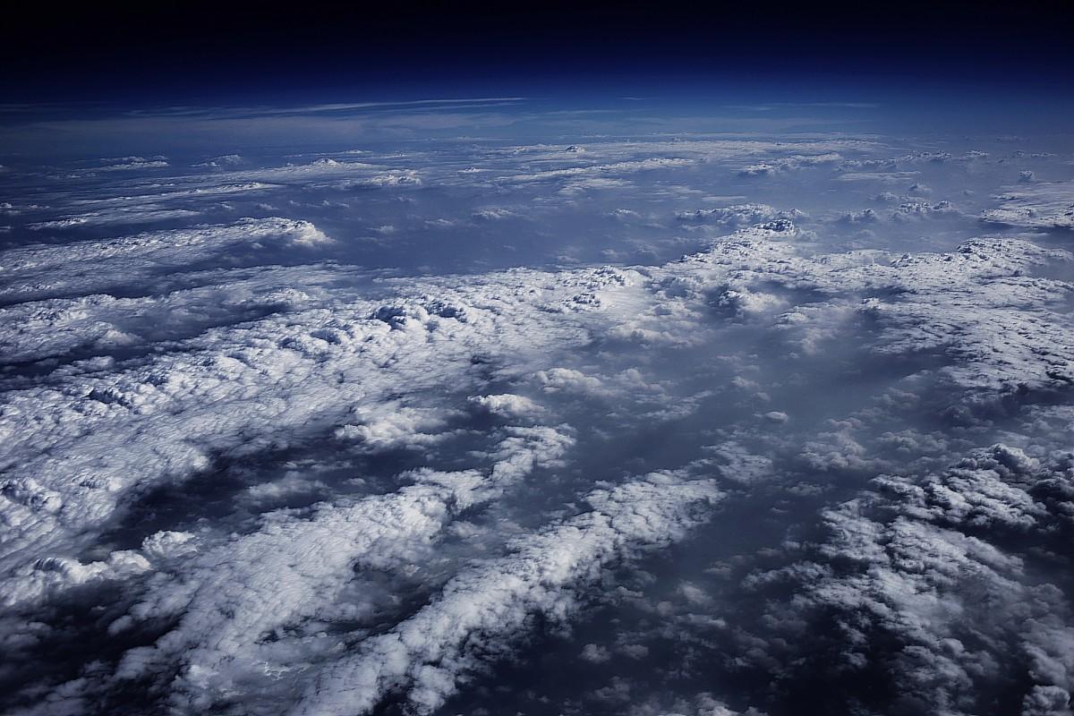земля в облаках красивая картинка инвестирует модернизацию производств