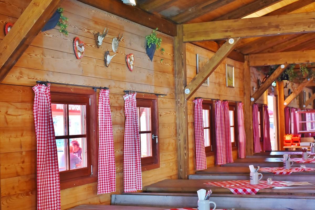 images gratuites table bois maison restaurant grange porche d coration chalet. Black Bedroom Furniture Sets. Home Design Ideas