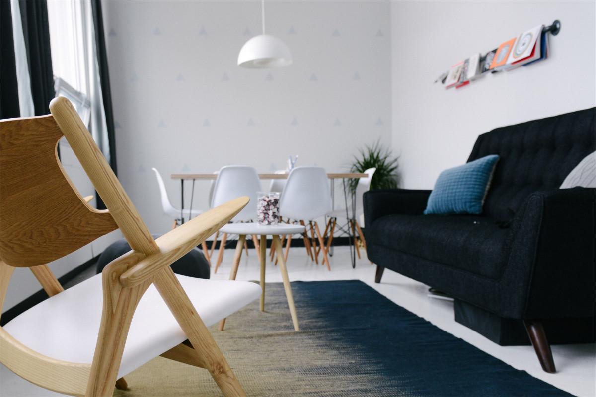 Gratis Afbeeldingen : tafel, hout, stoel, verdieping, tapijt ...