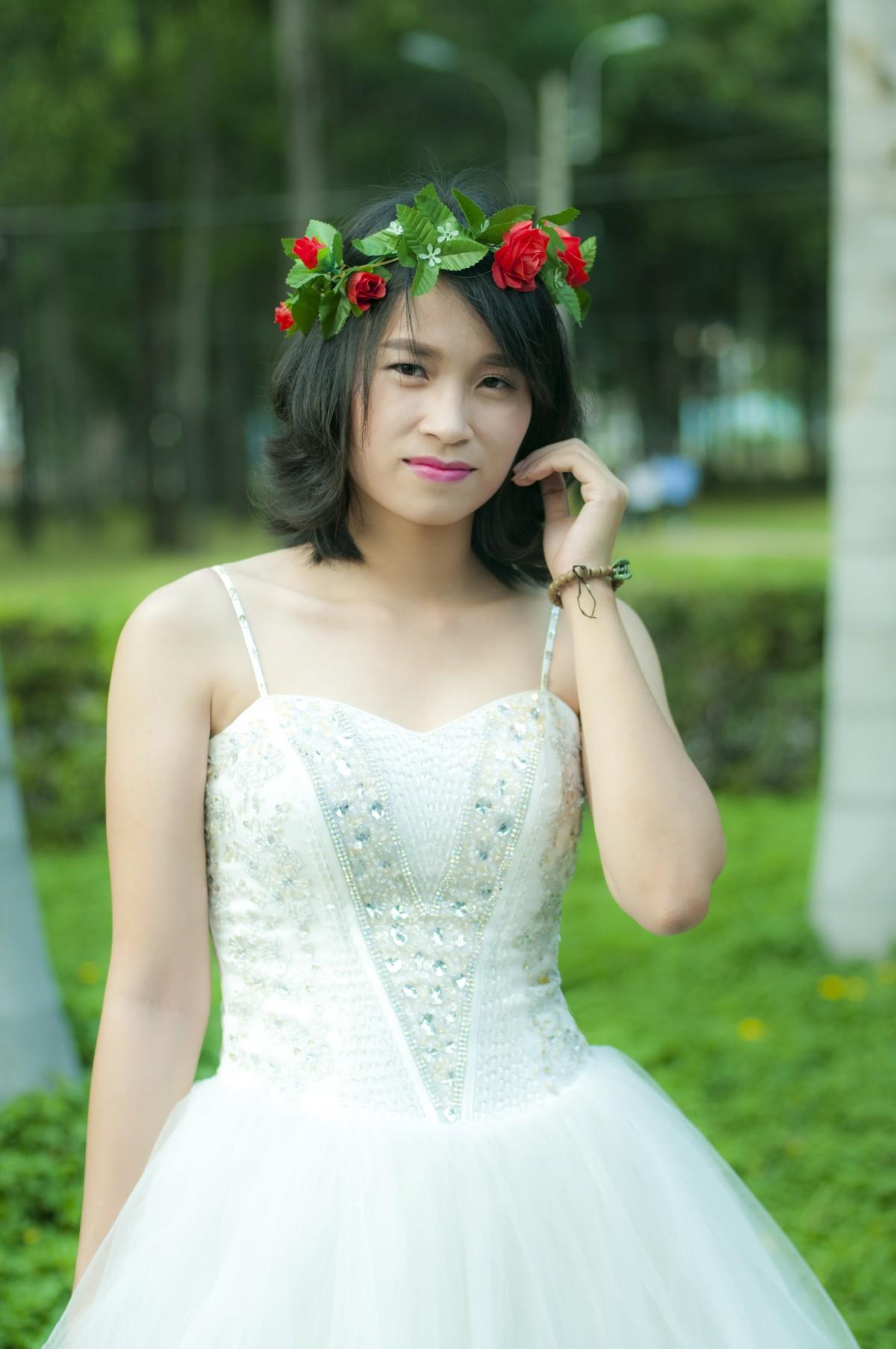 gadis wanita bunga muda hijau pakaian
