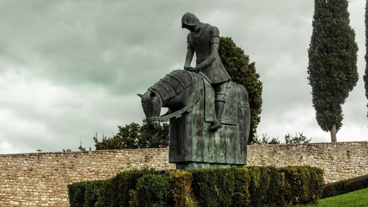 monument statue horse metal sculpture memorial art figure temple knight armor ancient history