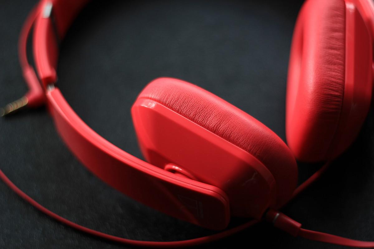 la musique La technologie rouge équipement studio gadget oreille rose Dj radio corps humain stéréo l'audio écouteurs musical du son organe magenta Casque d'écoute chant le volume divertissement Écouteurs écoute Mp3 équipement audio appareil électronique