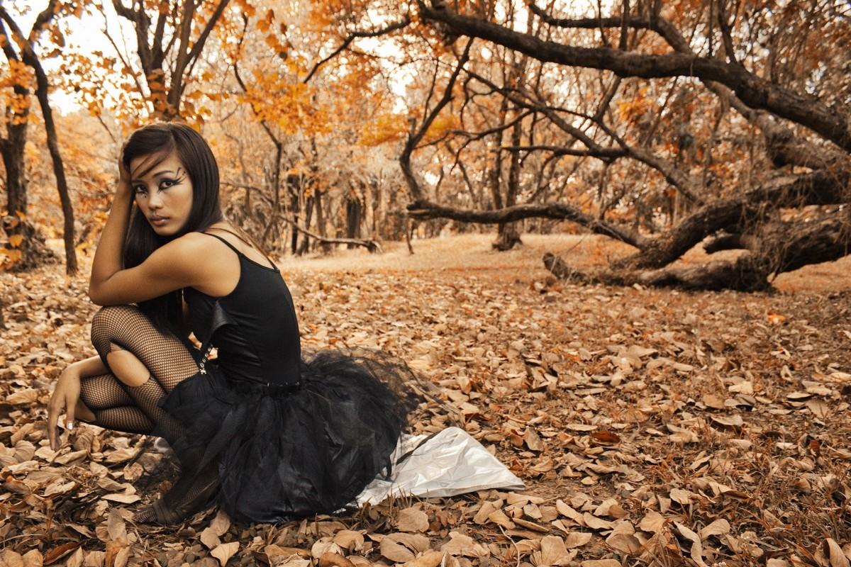 Картинки девушек на природе осенью, надписью живые