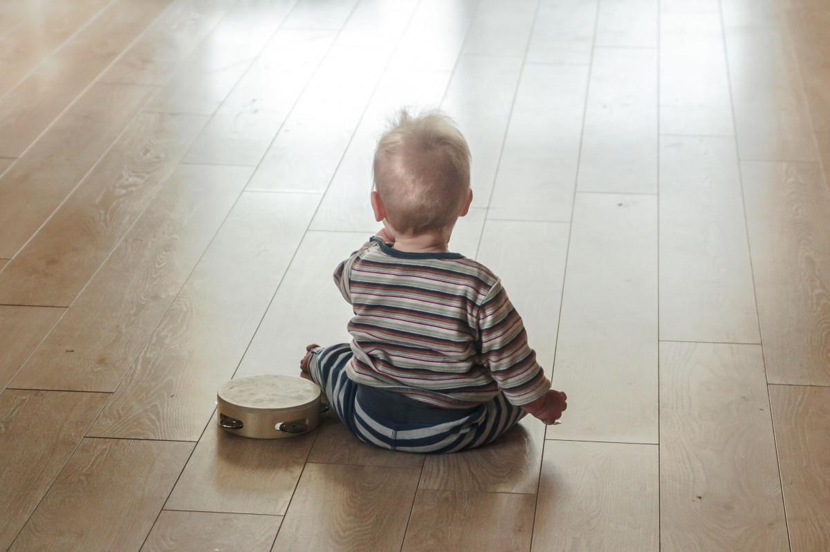 Pozycja lotosu, czyli najlepsza pozycja do siedzenia na podłodze. Czy dla każdego?