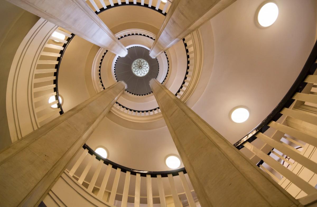 Gratis afbeeldingen licht architectuur huis boog plafond hal kasteel interieur ontwerp - Railing trap ontwerp ...