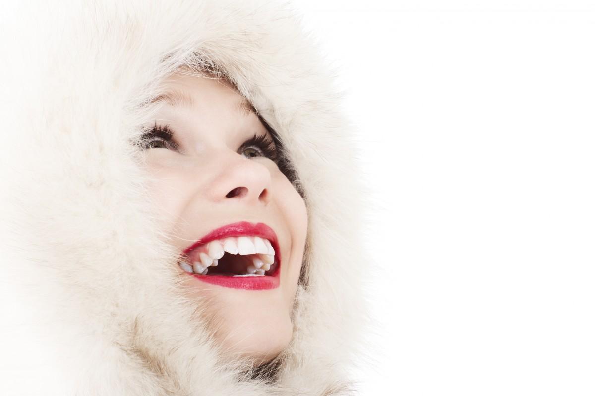 persoon koude winter mensen meisje vrouw haar- vrouw portret mode oor dame gezichtsuitdrukking lip- glimlach mond wimper detailopname menselijk lichaam gezicht neus- pret oog hoofd kijken huid lippen schoonheid mooi orgaan elegantie zin portretfotografie