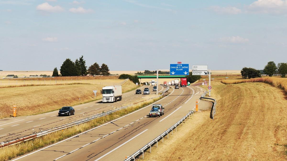 route champ voiture Autoroute au volant transport France véhicule Infrastructure courses piste de course routes Yonne Autoroute à accès contrôlé Canal de communication