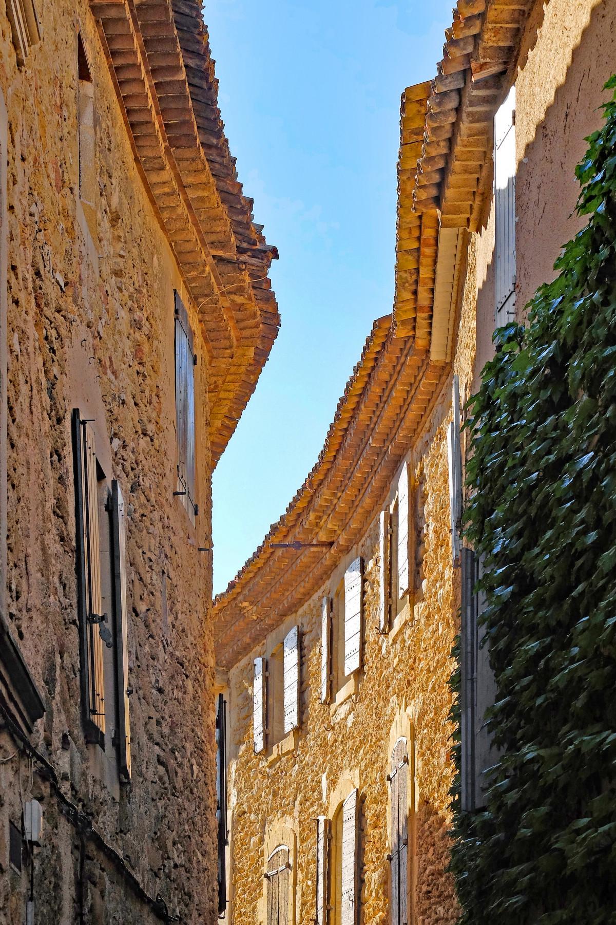 Images gratuites architecture rue maison ville for Ancienne maison des gardes lourmarin france
