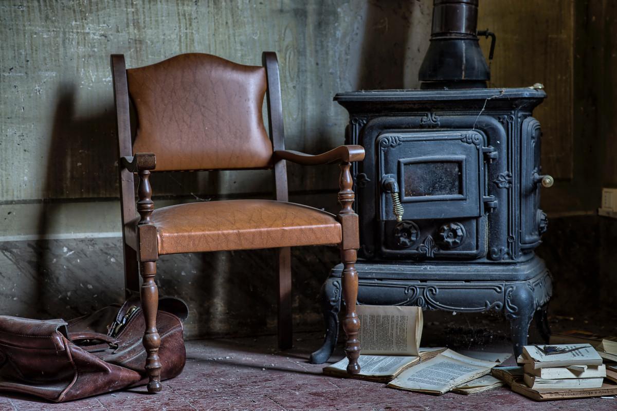 Fotos gratis madera vendimia silla mueble habitaci n for Mueble para estufa