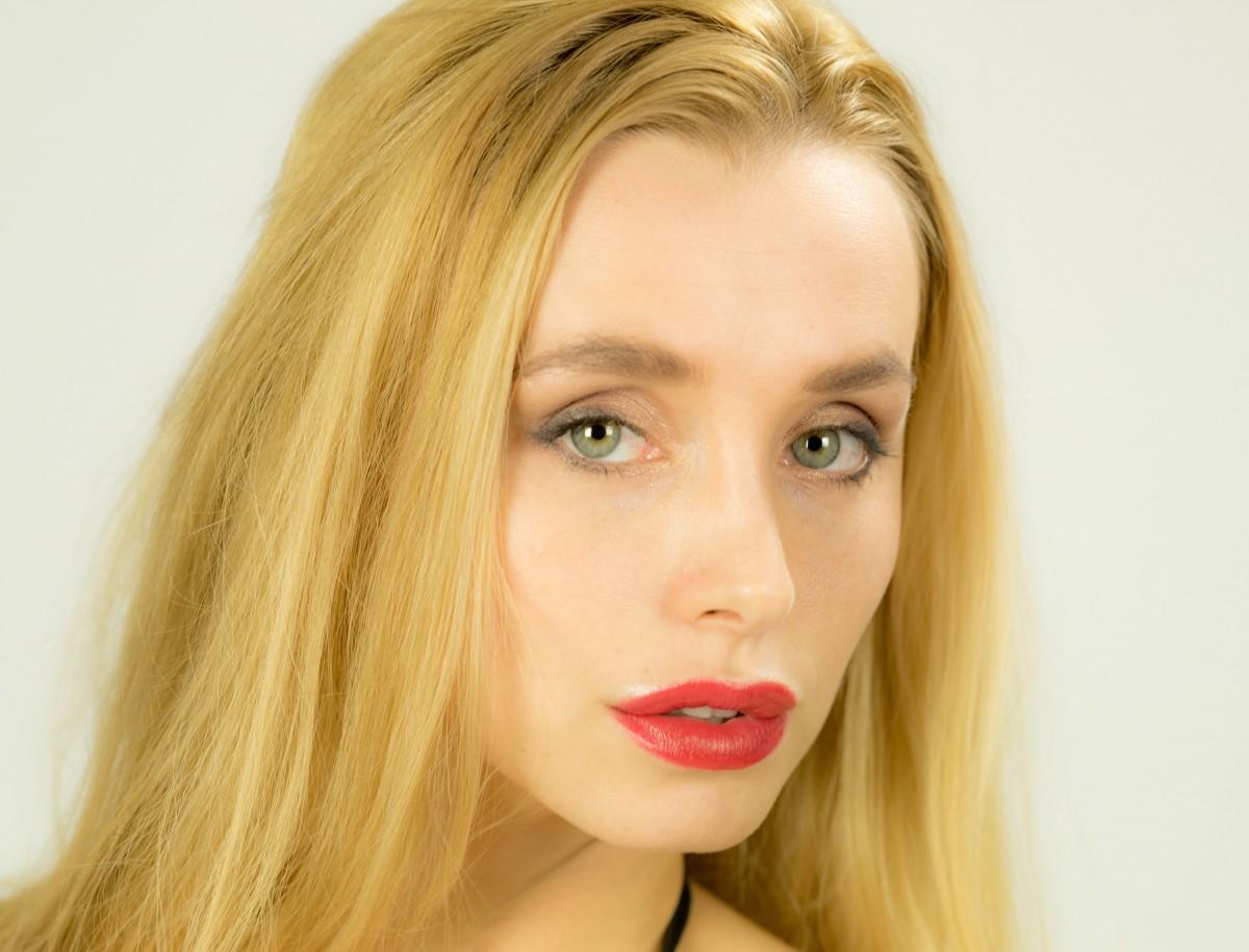 dlouhé vlasy ženský tmavá kůže