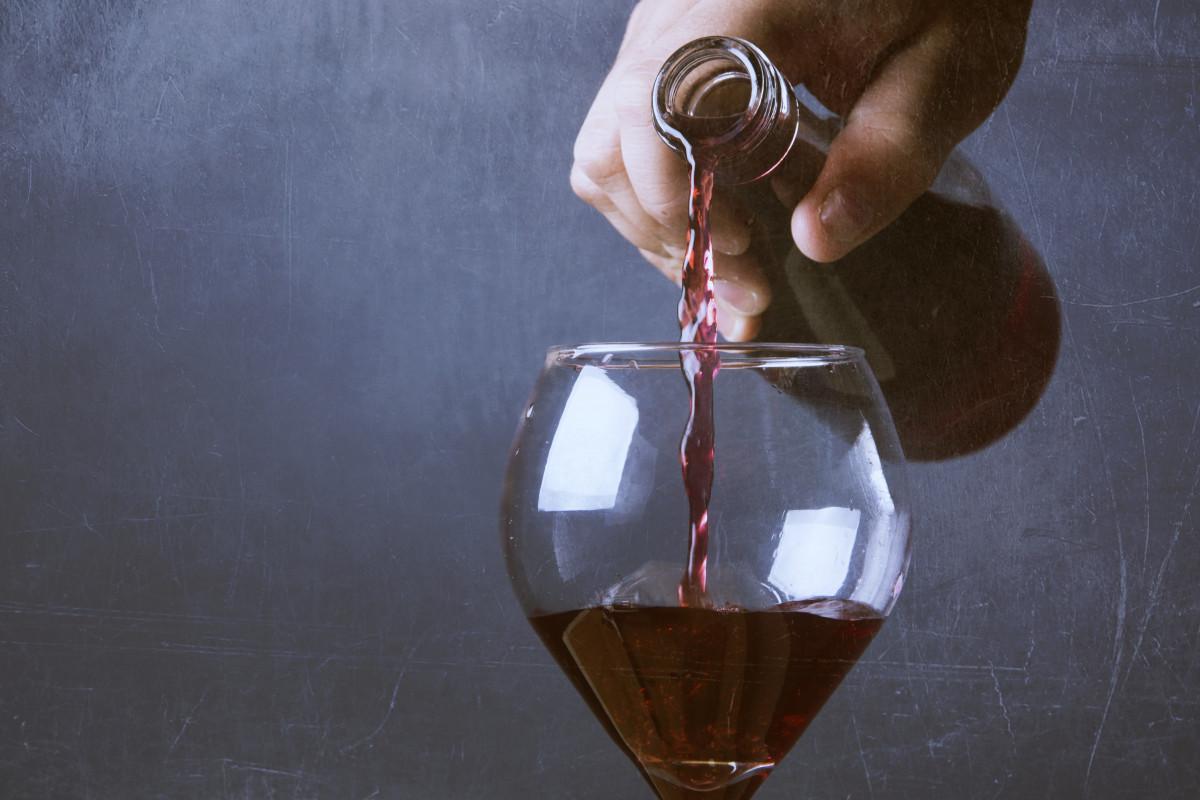 Картинки бокал вина в руке, день