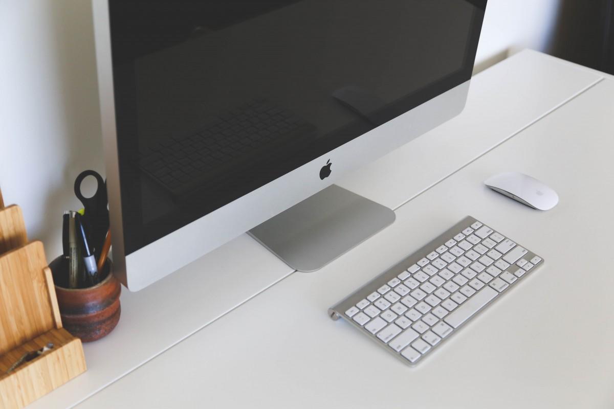 bureau ordinateur Mac travail table clavier La technologie intérieur l'Internet Espace de travail Bureau la communication étagère Entreprise meubles moderne Apple Inc bureau à domicile conception afficher Pc information emploi sans fil lieu de travail
