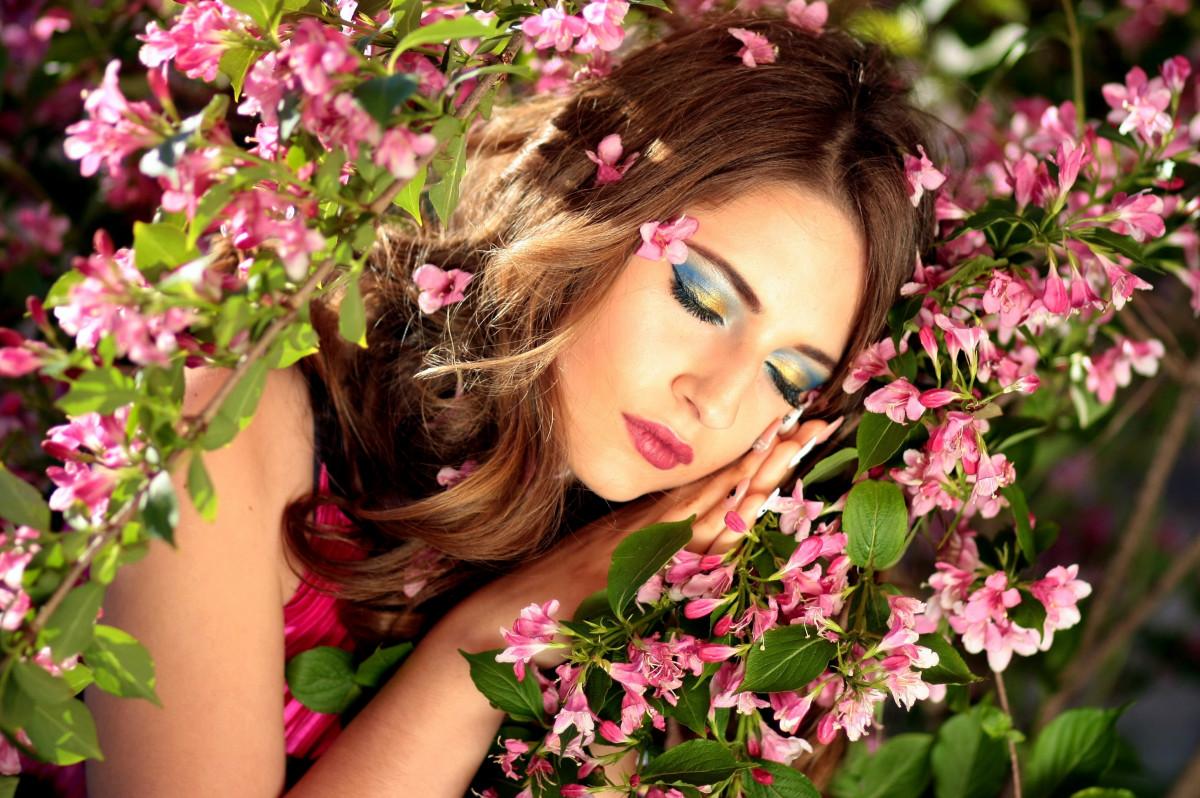 Женщине цветы