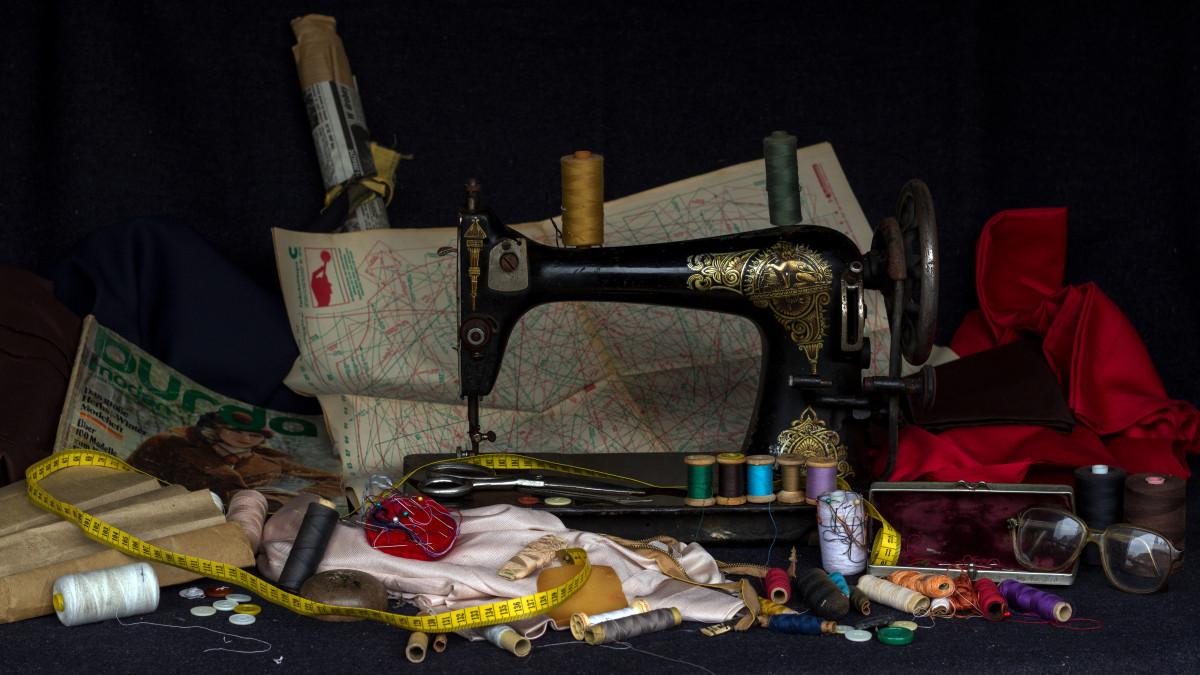 Картинки на тему шитья одежды со швейной