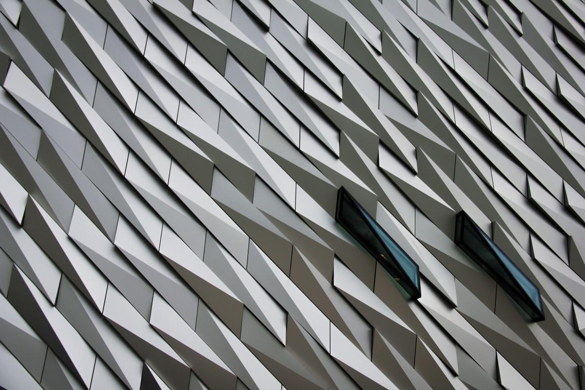 Free Line Glass Contemporary