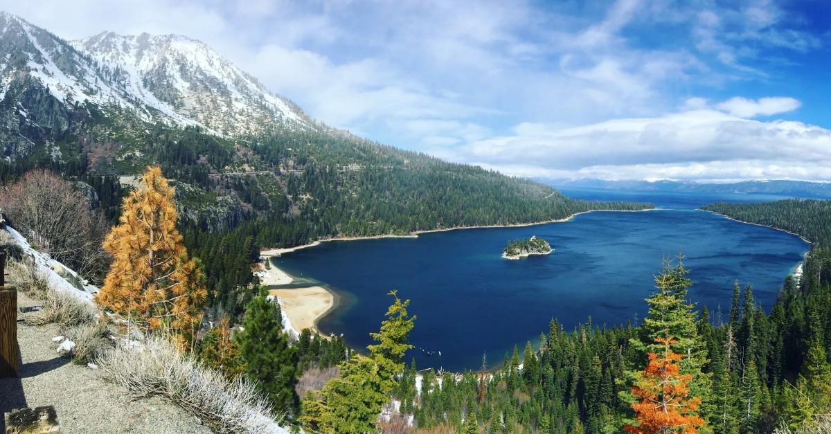 Danau Crater memiliki kedalaman 594 meter sehingga merupakan salah satu danau terdalam di dunia