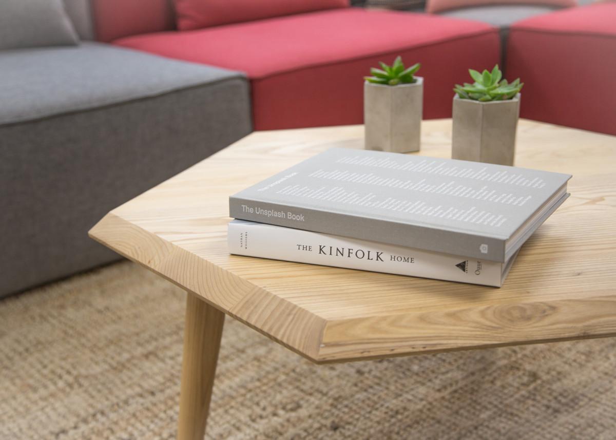 무료 이미지 : 표, 목재, 바닥, 거실, 가구, 방, 침상, 커피 테이블 ...
