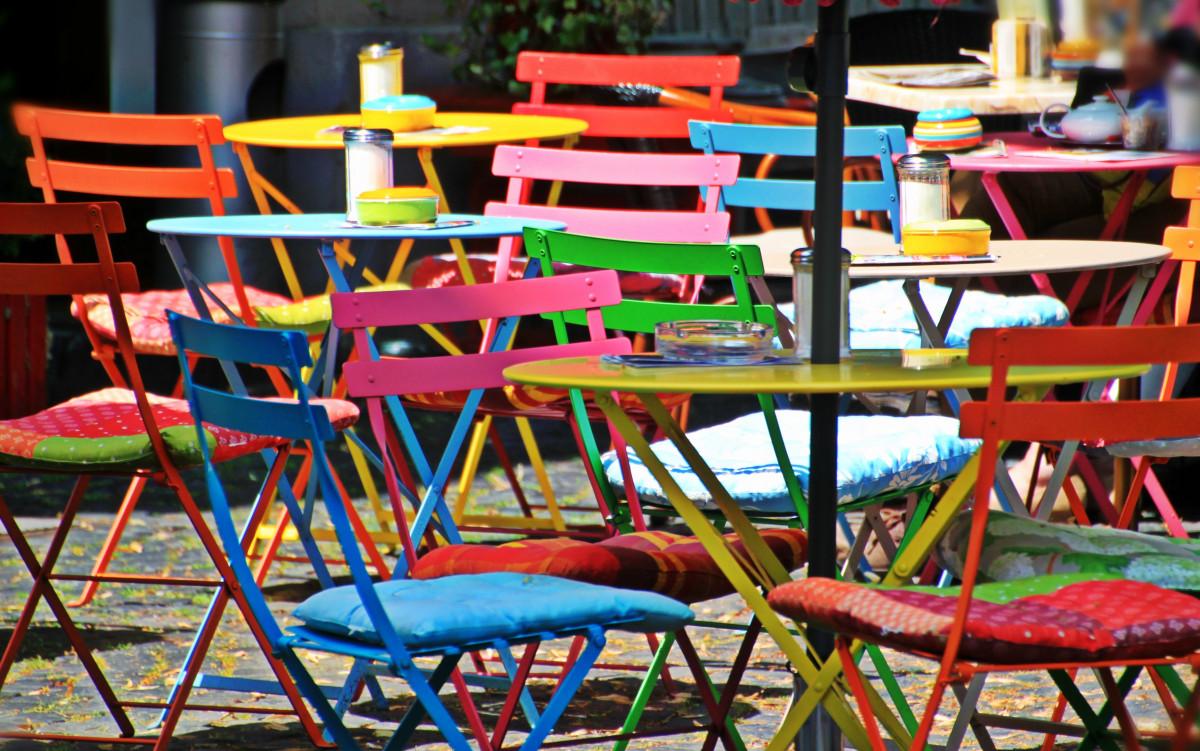 Fotos gratis mesa cafeter a madera silla asiento for Sillas para jugar ps4
