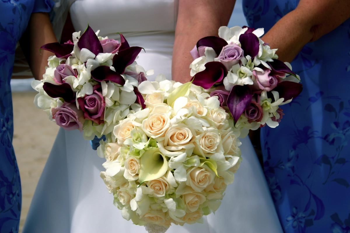 Свадебные, какие и сколько цветов подарить невесте