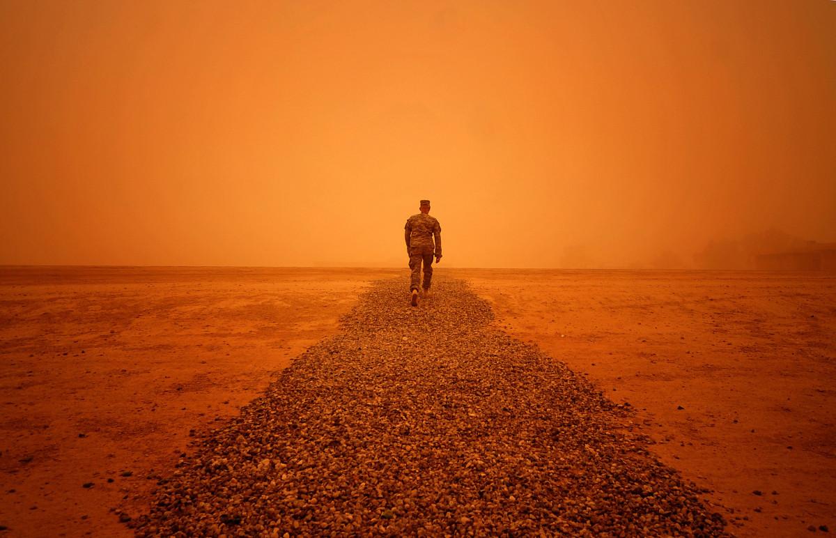 Immagini belle uomo spiaggia paesaggio mare costa for Colore vento di sabbia deserto