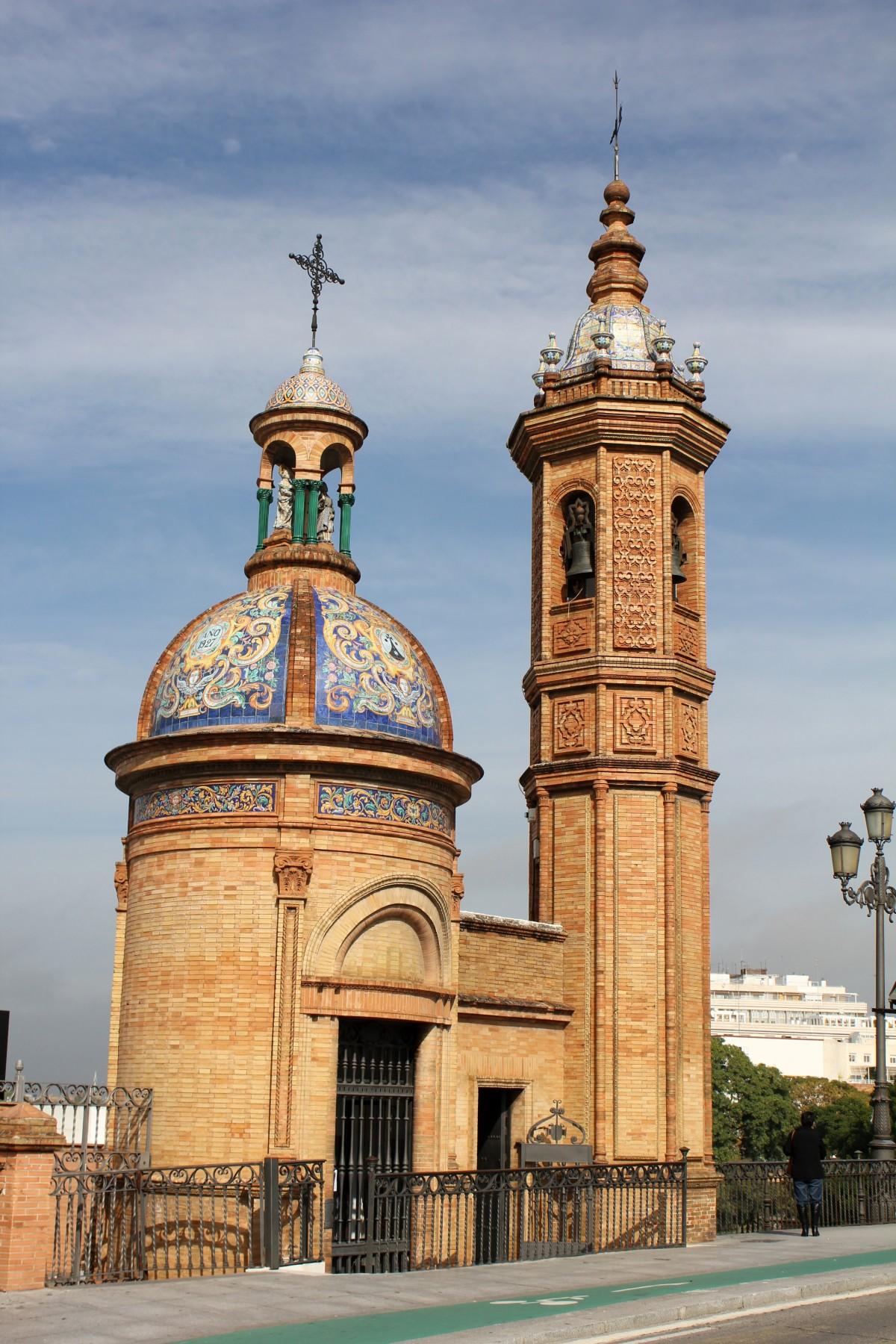 Fotos gratis arquitectura edificio torre religi n for Arquitectura sevilla
