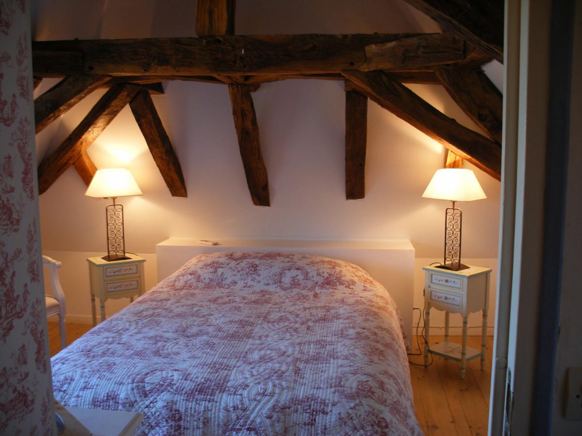 postel v podkrovi