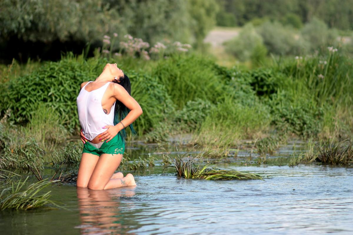 В речке деревне девушек фото на