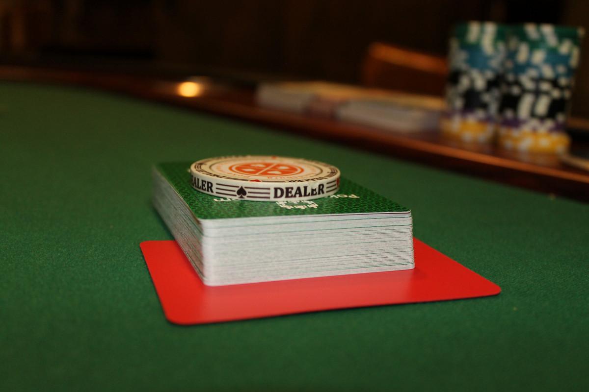 Азартные игры покер играть деньги игровые автоматы