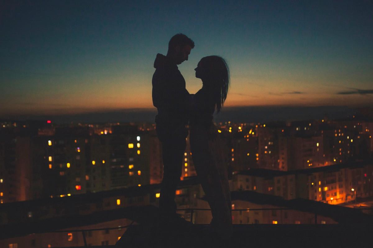 Картинки с парнем и девушкой обнимаются ночью, дню