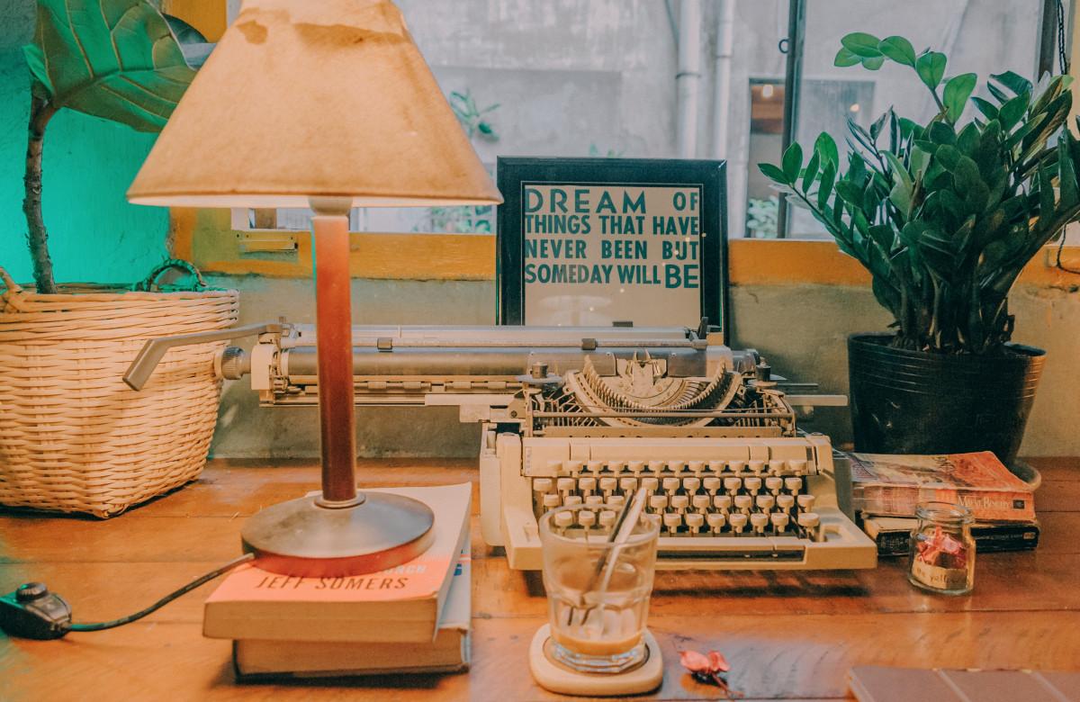 Banco De Imagens Abajur Acessorio De Iluminacao Luminaria Mesa Maquina De Escrever Design De Interiores Quarto Equipamento De Escritorio Mobilia 4187x2722 An Min 1536383 Imagens Gratuitas Pxhere