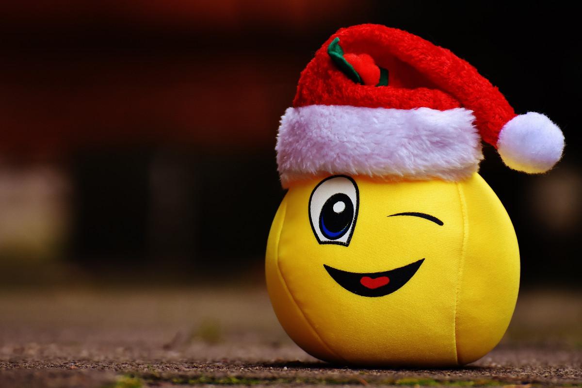 free images   snow  holiday  christmas  laugh  santa hat