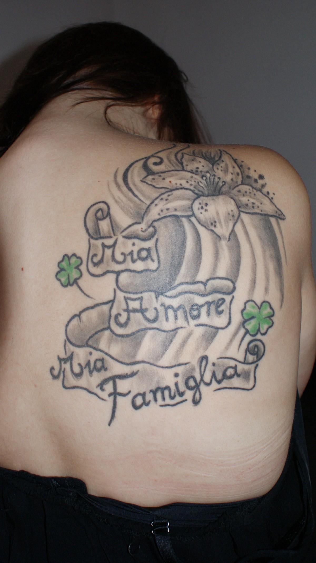 Images gratuites femme tatouage bras poitrine corps humain esquisser dessin bouge toi - Tatouage femme poitrine ...