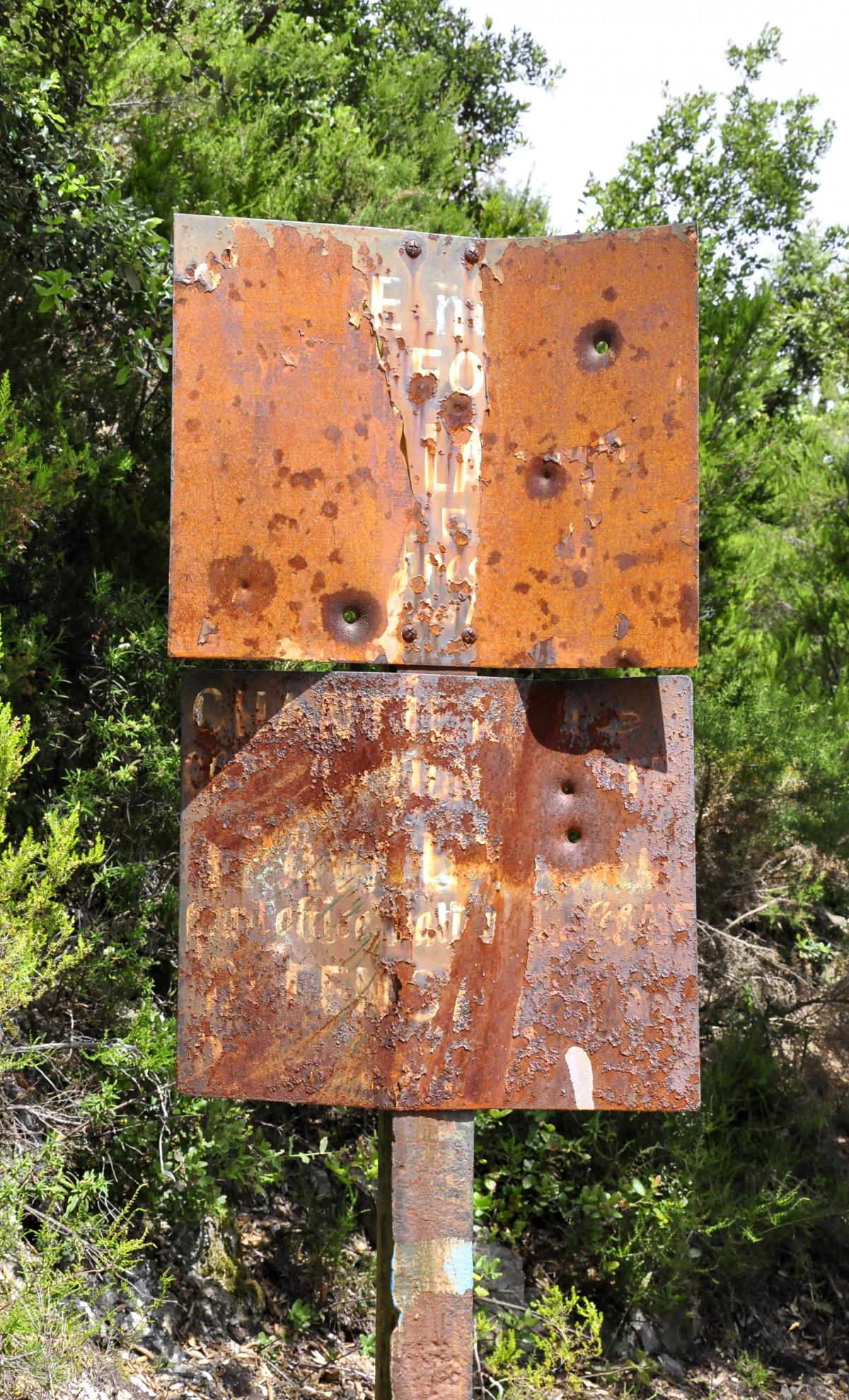 무료 이미지 : 나무, 구조, 목재, 늙은, 빨간, 금속, 부식, 벽돌 ...