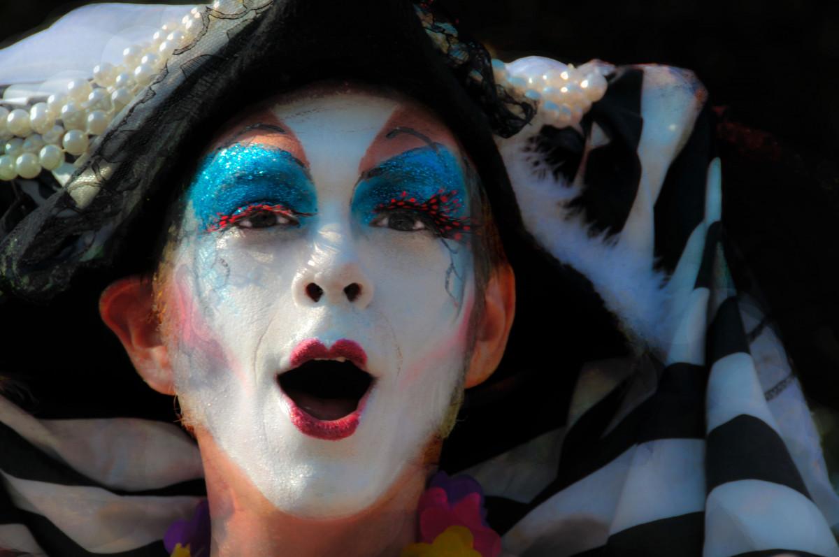 人, 人, 女性, 白, お祝い, カーニバル, 色, 衣類, レディ, パレード, 化粧, パフォーマンスアート, ピエロ, 面, フェスティバル, マスク, 楽しい, 頭, 面白い, 表現, コスチューム, エンターテインメント, 口紅, マスク, 誇り, 舞台芸術, 口を開ける, ゲイプライド, プライドパレード, 劇場, 無料画像 In PxHere