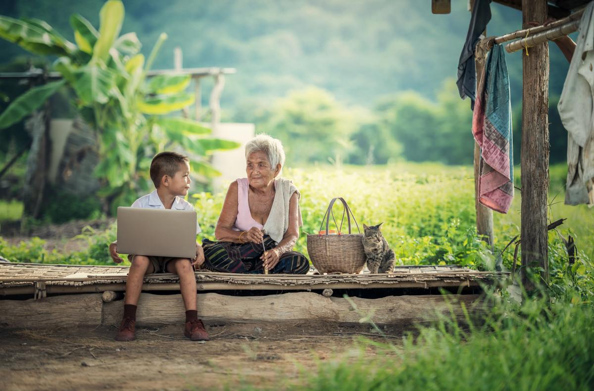 bärbar dator, natur, utomhus-, personer, kvinna, teknologi, landsbygden, sittplats, se, möte, internet, porträtt, grön, telefon, parkera, bakgård, kommunikation, Asien, professionell, frihet, livsstil, thailand, mormor, jordbrukare, vietnames, ansikte, utanför, familj, barn, ceremoni, lycklig, lycka, relation, talande, pojkar, kambodja, fotografera, skola, laos, samhörighet, vuxen, uppkopplad, Kära, indonesisk, hobbies, Burma Burma, patetisk, spelet, studie av, verksamheten, datorn, utför arbete, Bakgrundsbilder In PxHere