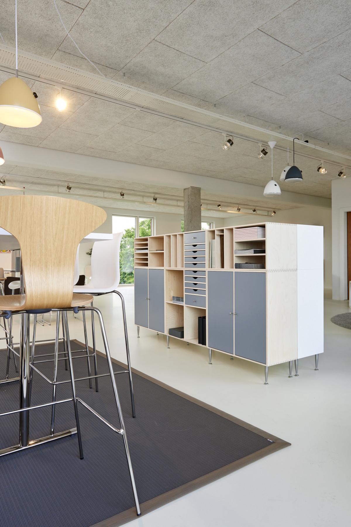 무료 이미지 : 표, 건축물, 목재, 집, 의자, 바닥, 천장, 조직 된 ...