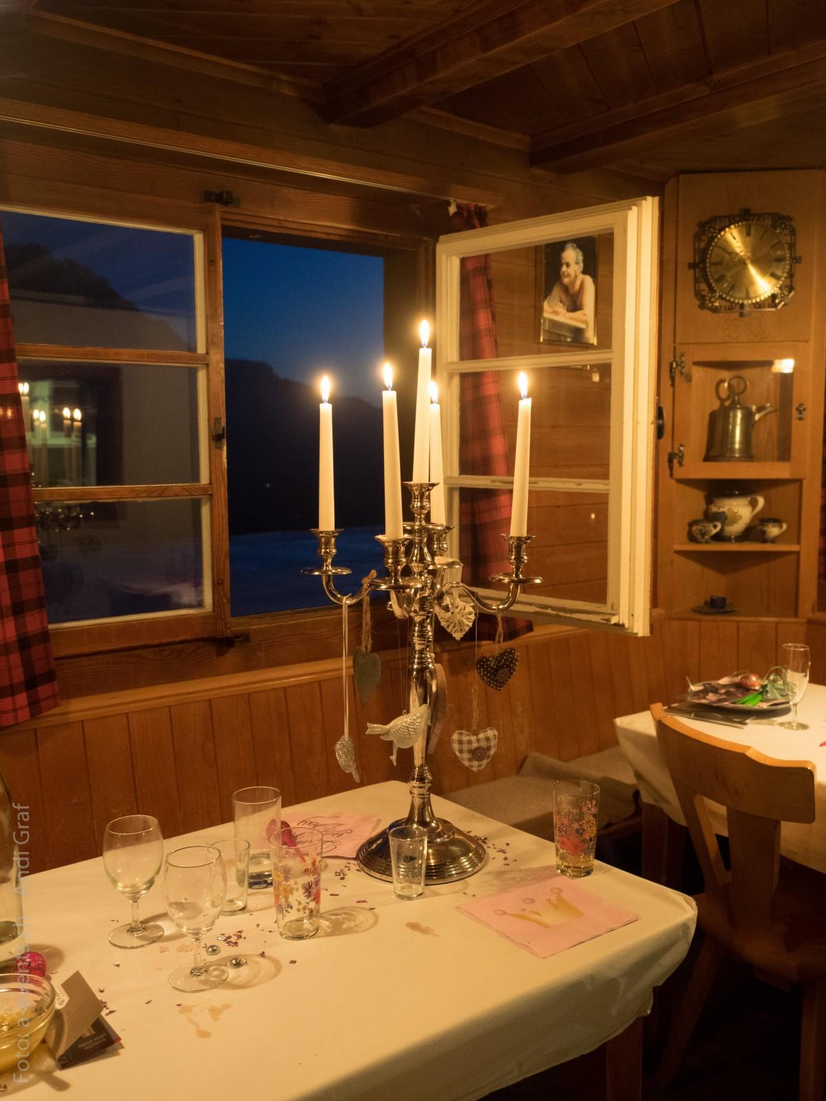 무료 이미지 : 손, 빛, 밤, 창문, 레스토랑, 집, 바, 방향, 유행 ...